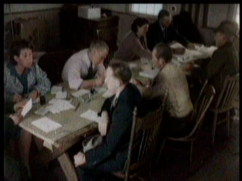 vídeos de stock, filmes e b-roll de new military draftees pile into a small building to register / more men do the same at various registration buildings all over the country / - paramount building