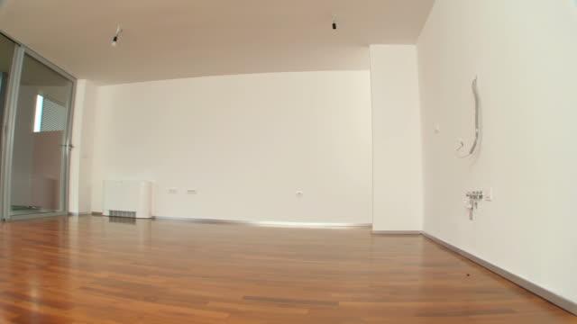 vídeos y material grabado en eventos de stock de hd: nuevo moderno interior de la casa - comedor habitación