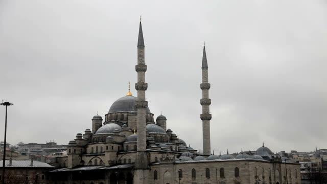 新しいモスクイスタンブール - イスタンブール 金角湾点の映像素材/bロール