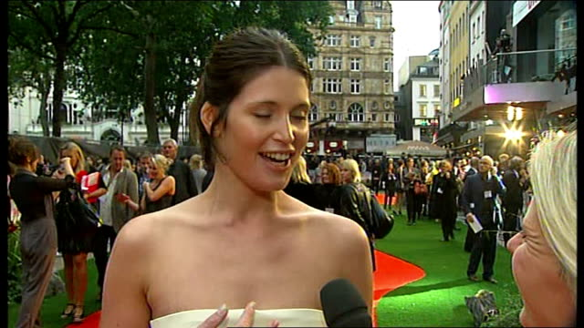 New movie Tamara Drewe starring Gemma Arterton premieres in Leicester Square ENGLAND London Leicester Square PHOTOGRAPHY * * Gemma Arterton LIVE...