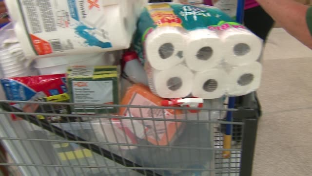 wgn a new multiagency flood center opened on july 20 2017 at an old garden fresh center at 965 e rollins road in round lake beach illinois to help... - rotes kreuz organisierte gruppe stock-videos und b-roll-filmmaterial