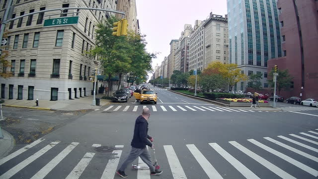 new normal life in new york city amid the coronavirus pandemic - pursuit concept stock videos & royalty-free footage