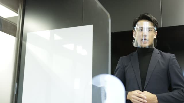 アジアの新しいノーマルプレゼンテーション(スピーチ) - 窓口点の映像素材/bロール