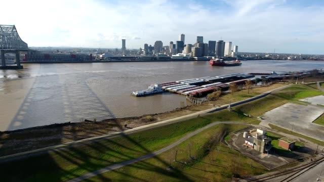 vídeos de stock, filmes e b-roll de new orleans across the mississippi - rio mississipi