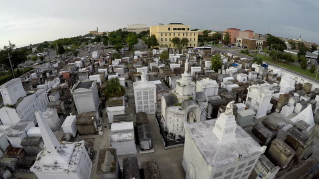 new orleans cemetery orbit - cemetery stock videos & royalty-free footage