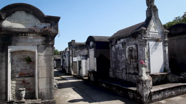 new orleans graveyard - cemetery stock videos & royalty-free footage