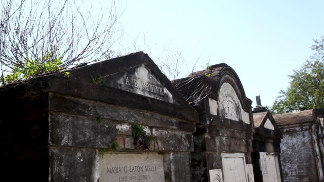 new orleans graveyard - louisiana stock videos & royalty-free footage