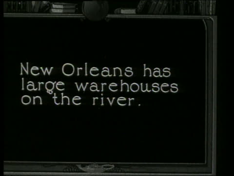 """slate """"new orleans has large warehouses on the river"""" / 1910 / no sound - 1910 stock-videos und b-roll-filmmaterial"""