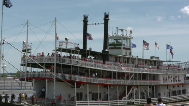 wgno new orleans mississippi river paddleboat natchez docking on april 11 2017 - paddle boat stock videos & royalty-free footage