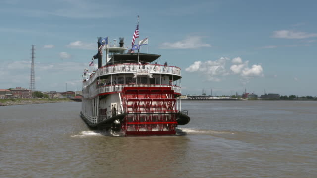 wgno new orleans mississippi river paddleboat natchezon april 11 2017 - paddle boat stock videos & royalty-free footage