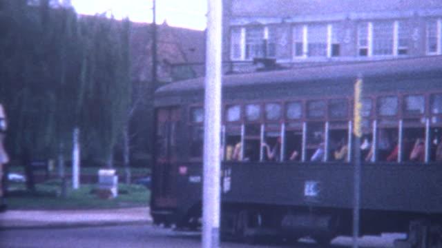 vídeos de stock, filmes e b-roll de nova orleans trolley 1970 - bonde