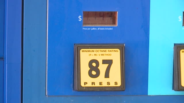 new orleans, u.s. - gas prices in new orleans, on tuesday, september 1, 2020. - ガス料金点の映像素材/bロール