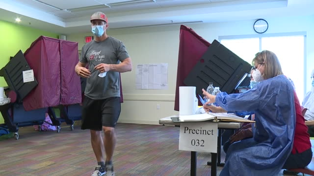 new orleans, u.s. - people voting in new orleans on saturday, august 15, 2020. - sezione elettorale video stock e b–roll