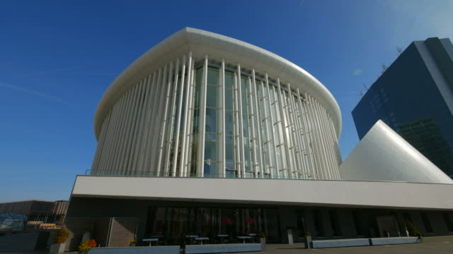 new philharmonic hall on kirchberg in luxembourg city, grand duchy of luxembourg - fensterfront stock-videos und b-roll-filmmaterial