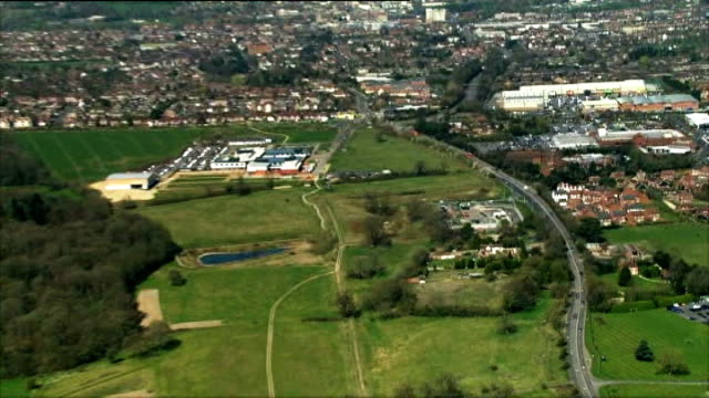new planning rules set out by government; berkshire: newbury: ext air view countryside surrounding newbury - newbury inghilterra video stock e b–roll