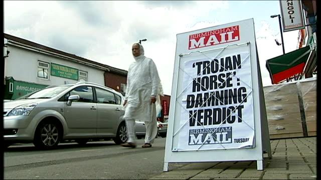 vídeos de stock, filmes e b-roll de new powers to tackle radicalisation being considered t10061404 / tx alum rock ext 'trojan horse damning report' headline on birmingham mail newsstand... - vestimenta religiosa