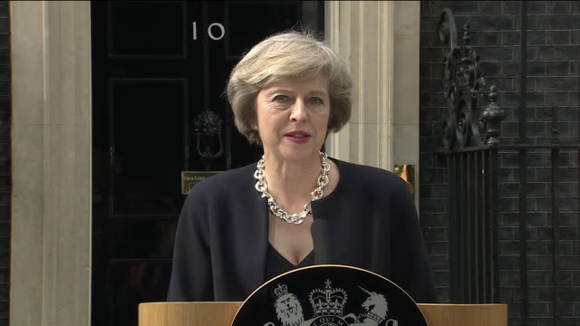 "vídeos de stock, filmes e b-roll de new prime minister theresa may saying that her government will make britain a country that works ""not for a priviledged few, but for every one of us""... - primeiro ministro"