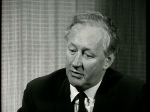 new programme contracts; england: london: itn studios: vaughan thomas sof: i think basically we came from the area, this was very important, we were... - harry secombe stock videos & royalty-free footage
