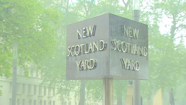 new scotland yard on a rainy day - western script stock videos & royalty-free footage