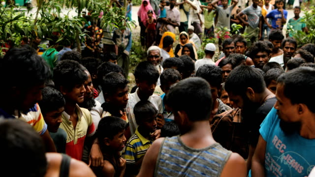 stockvideo's en b-roll-footage met a new settlement of rohingya refugees begins to form in hills off the main road on september 10 2017 in whaikhyang bangladesh recent reports have... - vluchteling ontheemden