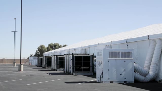 vídeos de stock, filmes e b-roll de new temporary facility has been completed in yuma arizona as part of the ongoing response to the current border security and humanitarian crisis... - household fixture
