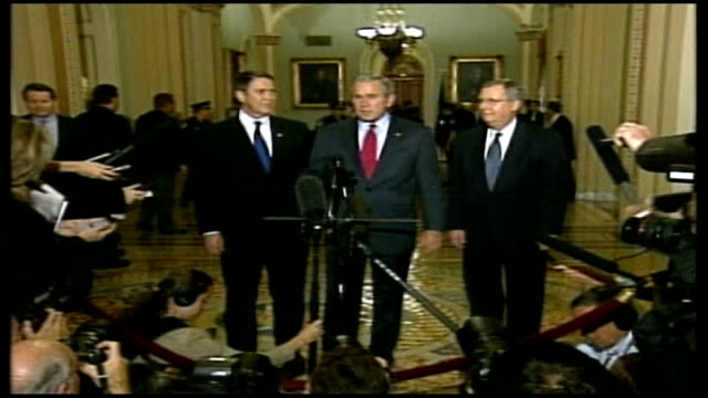 vidéos et rushes de washington capitol george w bush enters press conference george w bush press conference sot people shouldn't forget there's still an enemy out there... - gouvernement
