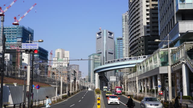 new transit yurikamome (tokyo waterfront new transit waterfront line) runs on elevated railway among the high-rise office buildings around the shinbashi and shiodome district in minato ward tokyo japan on jan. 21 2018. - elevated train stock videos & royalty-free footage