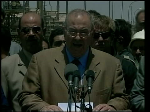 POOL Iraqi Prime Minister Iyad Allawi speaking on tour of oil refinery Fire from refinery chimney Refinery workers listening Press conference
