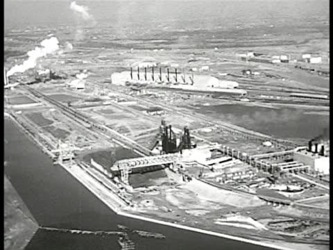 new us steel plant three miles from levittown ha pan ext plant on delaware river - デラウェア川点の映像素材/bロール