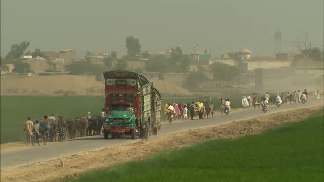 new villages are still being flooded in pakistan more than five weeks after the initial floods an area the size of england is now underwater alex... - 2010 video stock e b–roll