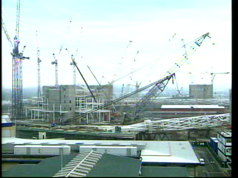 vídeos de stock, filmes e b-roll de triumphal arch erection begins itv london tonight phil bayles itn england london wembley construction scaffolding pan large metal arch structure... - itv london tonight