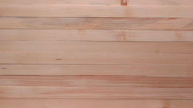vídeos y material grabado en eventos de stock de nuevos fondos de madera disparados por teléfono inteligente - madera material de construcción