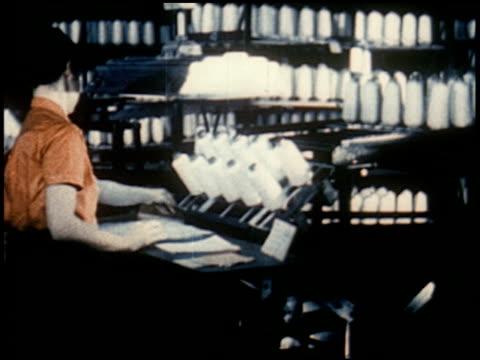 new world through chemistry - 11 of 17 - andere clips dieser aufnahmen anzeigen 2231 stock-videos und b-roll-filmmaterial