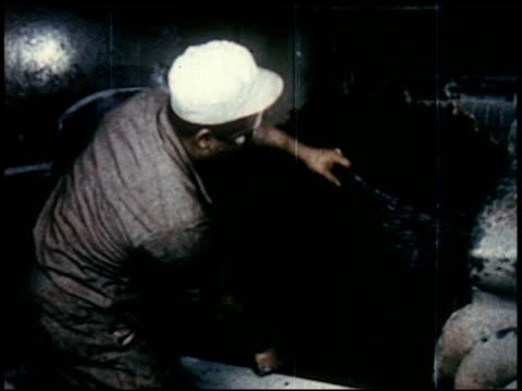 new world through chemistry - 3 of 17 - andere clips dieser aufnahmen anzeigen 2231 stock-videos und b-roll-filmmaterial