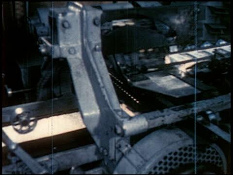 new world through chemistry - 5 of 17 - andere clips dieser aufnahmen anzeigen 2231 stock-videos und b-roll-filmmaterial