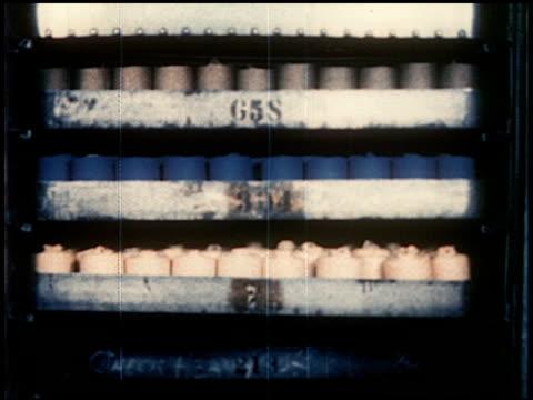 new world through chemistry - 9 of 17 - andere clips dieser aufnahmen anzeigen 2231 stock-videos und b-roll-filmmaterial