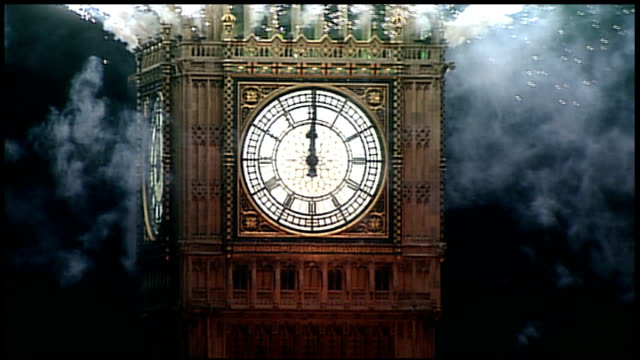 vidéos et rushes de london prepares for new year celebrations; t01011220 night big ben clock face as striking midnight as fireworks launched from big ben tower various... - minuit