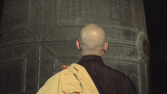 ms zo new year celebration in zen temple performed by zen monks / kamakura, japan - ベル点の映像素材/bロール