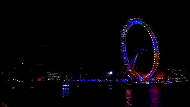 new year celebrations in britain and around the world; england: london: ext/night big ben striking 12 o'clock midnight sot millennium wheel at centre... - big ben点の映像素材/bロール