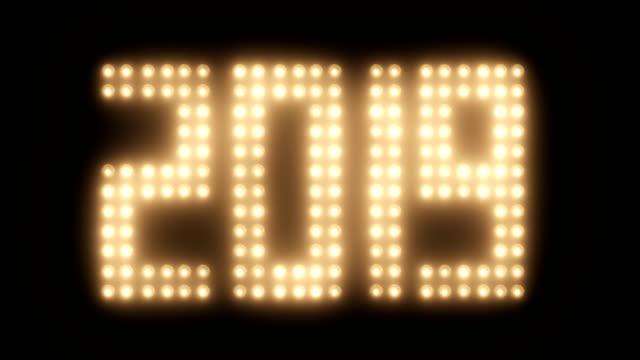vídeos de stock e filmes b-roll de 2019 new year with old film effect - reluzente