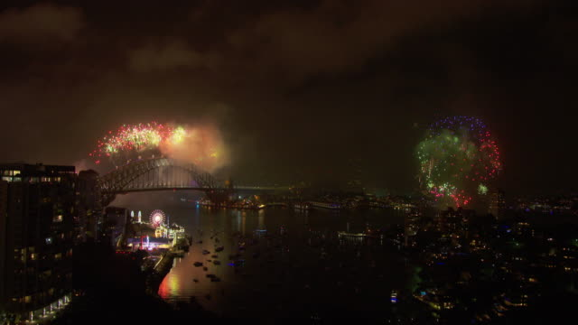 new year's eve celebration in sydney - オペラ座点の映像素材/bロール