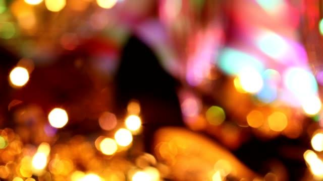 silvester urlaub party mit champagner, discokugel, dekorationen. - silvester stock-videos und b-roll-filmmaterial