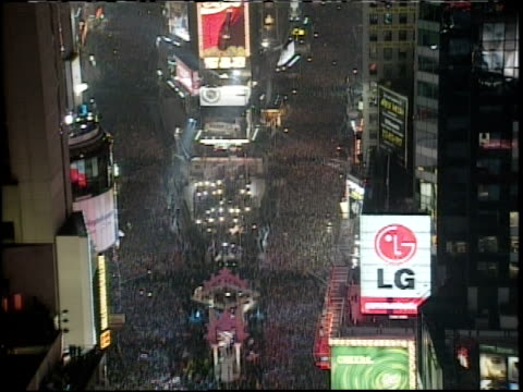 new year's eve in times square camera long shot - mtv1 stock-videos und b-roll-filmmaterial