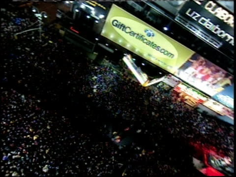 new year's eve in times square camera tilt and pan - mtv1 stock-videos und b-roll-filmmaterial