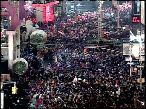 new year's eve in times square; camera zoom out from crowd - 1999 stock videos & royalty-free footage