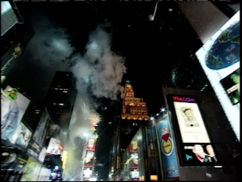 new year's eve in times square; rotating camera - 1999 stock videos & royalty-free footage