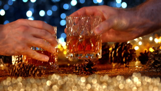 stockvideo's en b-roll-footage met new year's eve toast - toost
