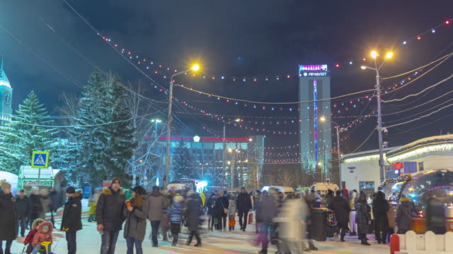 new year's holiday in a small siberian city in the central square. - スクエア点の映像素材/bロール