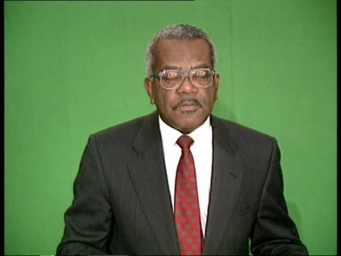 new years honours; itn studios: cms trevor mcdonald newscasting on set zoom in side ditto tx 5.11.91 - トレバー マクドナルド点の映像素材/bロール
