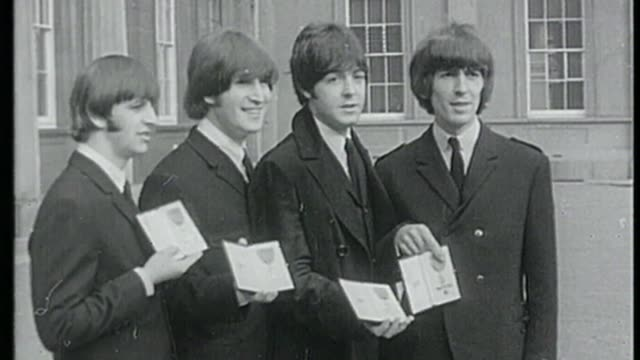 new year's honours list 2018; s16110603 buckingham palace: ext b/w ringo starr - along with fellow beatles - posing with mbes - the beatles stock videos & royalty-free footage